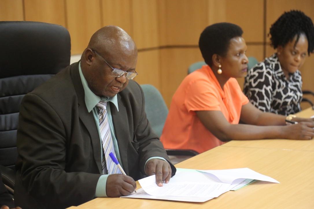 Prof N Muzvidziwa signing the MOU